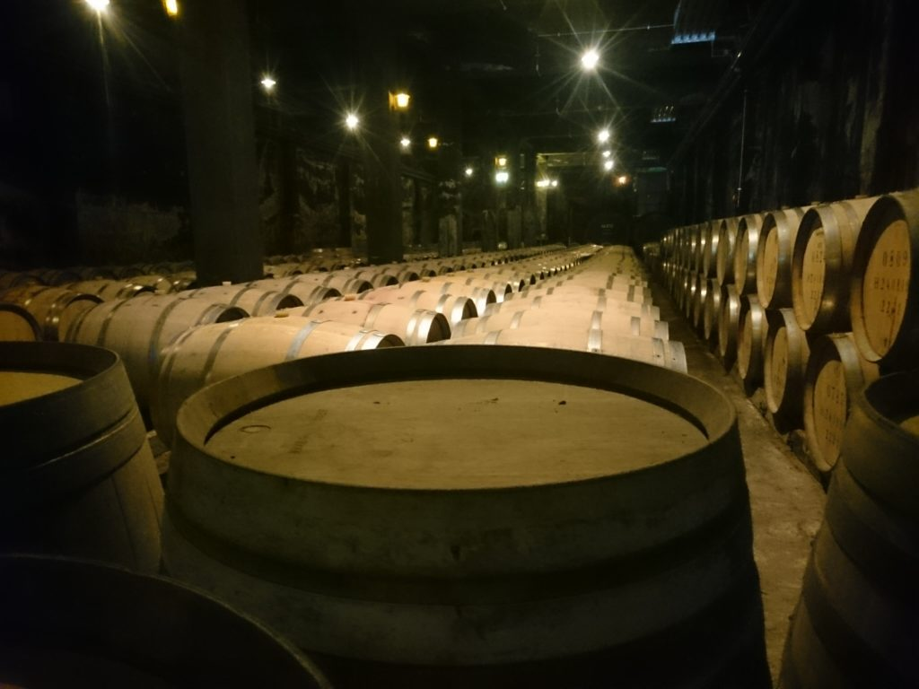 登美の丘ワイナリー 貯蔵庫